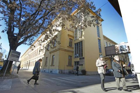 Как избежать очередей в Административном управлении(UE) Любляна?